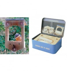 Bird feeder with suction pad